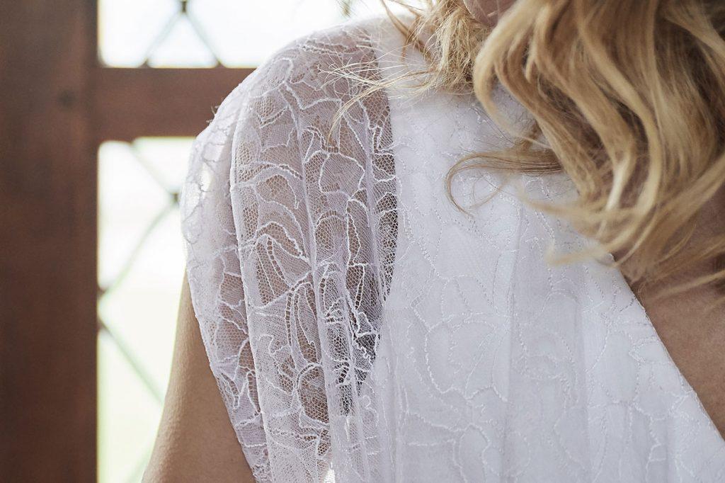 Robe de mariée made in France, Dentelle chantilly de Calais, guipure de calais et crêpe viscose